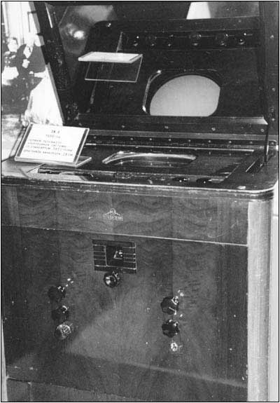 The RCA receiver as it appears in the Moscow museum.